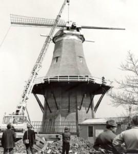 Het steken van de roeden en het ophekken in 1975 - foto collectie G.H. Varwijk