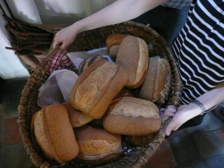 Mand met brood - Takkenbosoven. T. Poortman